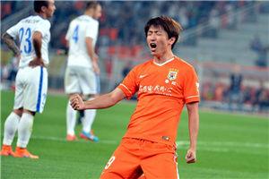 中超-杨旭双响鲁能主场2-0申花登上积分榜首