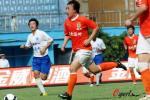 图文-广州医药1-0山东鲁能 大步带球颇有大将风度