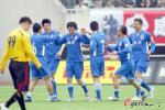图文-朱骏许宏涛领衔踢垫场赛 两老总表情截然相反