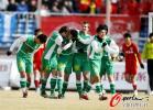 图文-[中超]长春亚泰VS北京国安 国安队员开心庆祝
