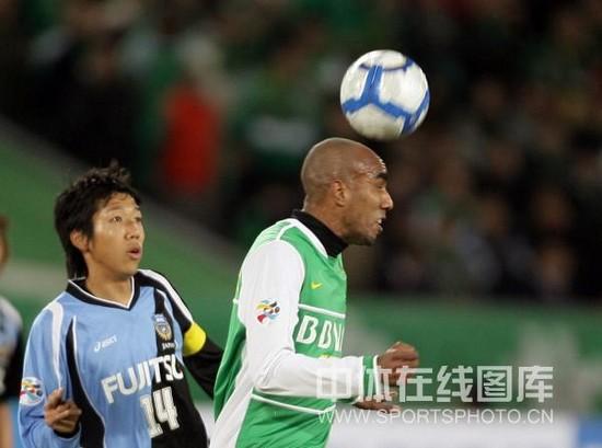 图文-[亚冠]北京国安VS川崎前锋奥托头球冲顶
