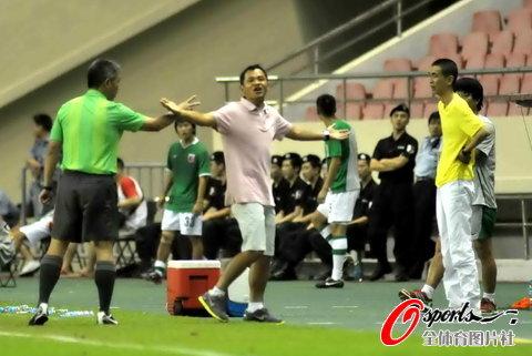 图文-[中超]上海VS南昌朱炯表示自己很无奈