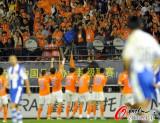 橙色军团跳舞庆祝