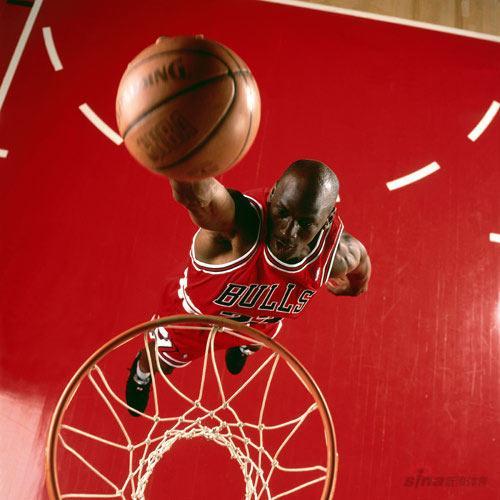 NBA老照片-红色神牛天外飞仙乔丹大帝战斧式灌篮
