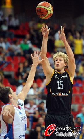 图为-[世锦赛]塞尔维亚VS德国经典的欧洲式跳投