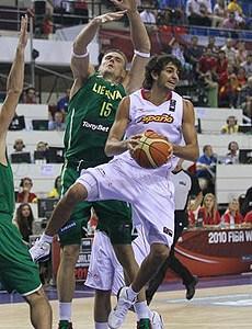 西班牙遭18分逆转耻辱失利立陶宛惊天翻盘保金身