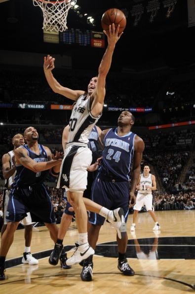 图文-[NBA常规赛]爵士vs马刺吉诺比利上篮