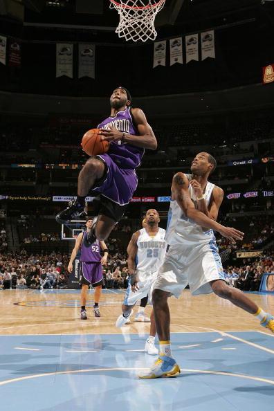 图文-[NBA]国王97-101掘金萨尔蒙斯飞身上篮