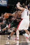 图文-[NBA常规赛]雄鹿vs开拓者威廉姆斯闭眼前进