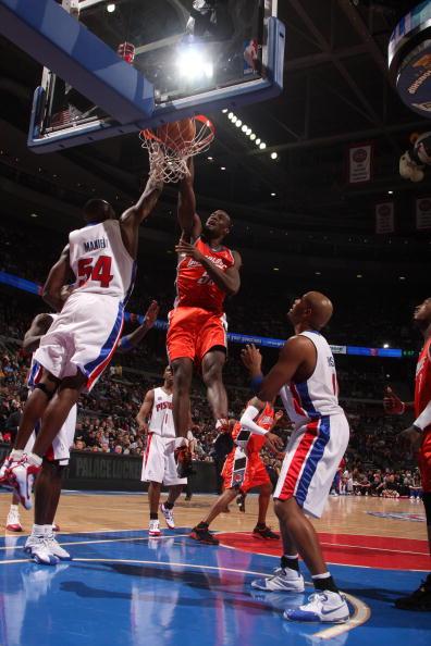 图文-[NBA]山猫85-104活塞奥卡福欲扣篮