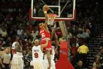 图文-[NBA常规赛]活塞VS火箭维尔斯战斧式灌篮