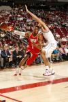 图文-[NBA常规赛]活塞VS火箭麦蒂突破出现失误