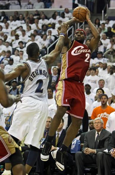 图文-[NBA]骑士100-97奇才史蒂文森防守詹姆斯
