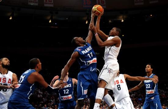 图文-[热身赛]美国男篮86-55法国男篮杜兰特被封