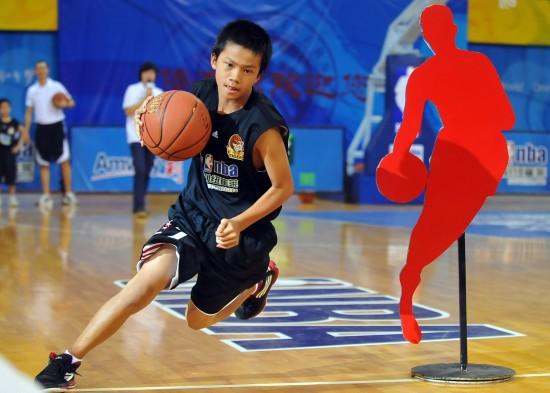 图文-2010少年nba挑战赛总冠军揭晓 动作很标准