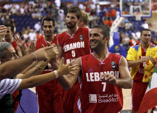 图文-[世锦赛]加拿大71-81黎巴嫩相互祝贺