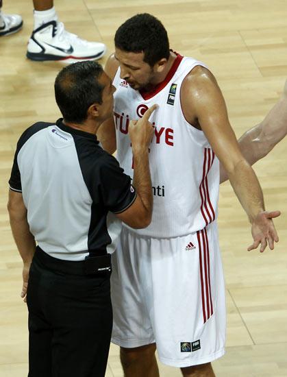 图文-[世锦赛]土耳其64-81美国 他犯规你看到没