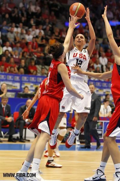 图文-女篮世锦赛美国胜捷克夺冠 高难度投篮