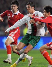 热身赛-C罗献助攻张鹭神奇扑救国足0比2负葡萄牙