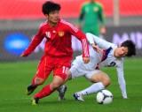 张稀哲与韩国队球员拼抢