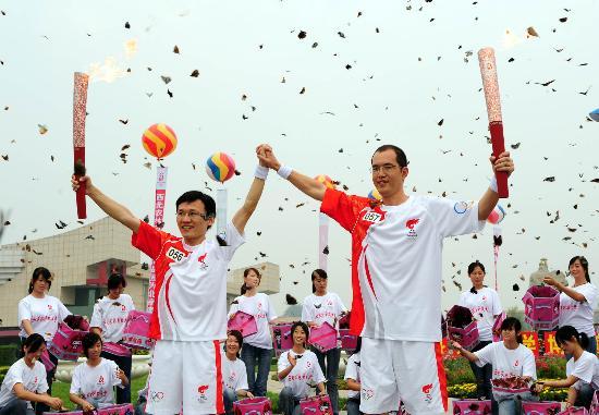 奥运火炬陕西杨凌传递放飞20088只蝴蝶成亮点