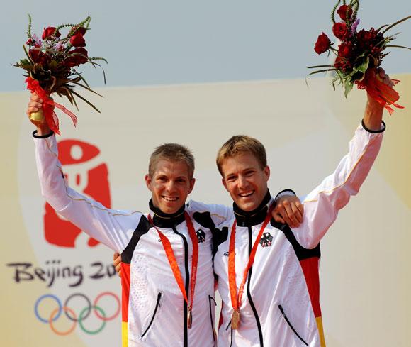 资料图片-北京奥运会帆船49人级铜牌皮考特兄弟