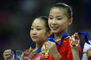 体操世锦赛高低杠奥运冠军何可欣绝对优势折桂