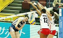 世锦赛-王一梅回勇砍19分中国女排3比0赢得首胜