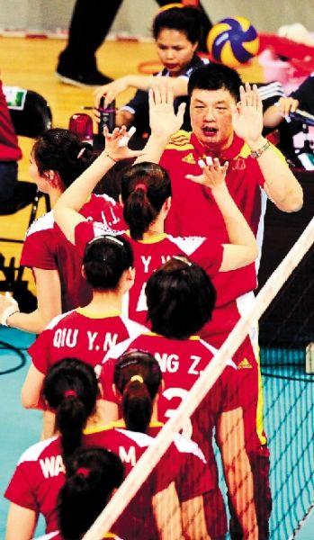 俞觉敏赛后与队员击掌庆祝