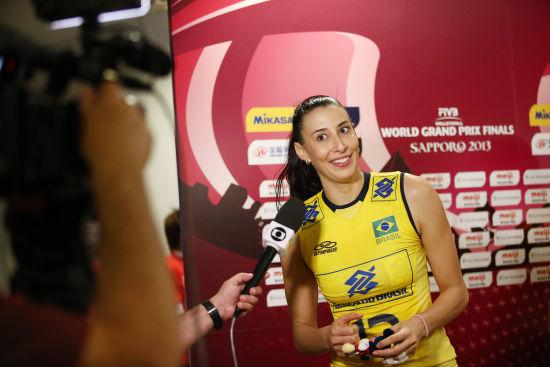巴西女排接应谢拉接受采访
