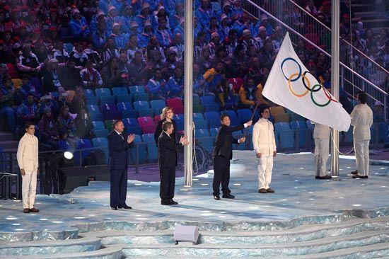 平昌接过索契的冬奥旗帜