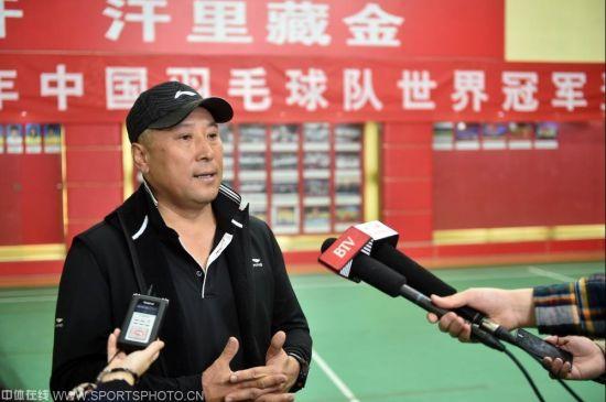 国羽总教练李永波接受媒体采访