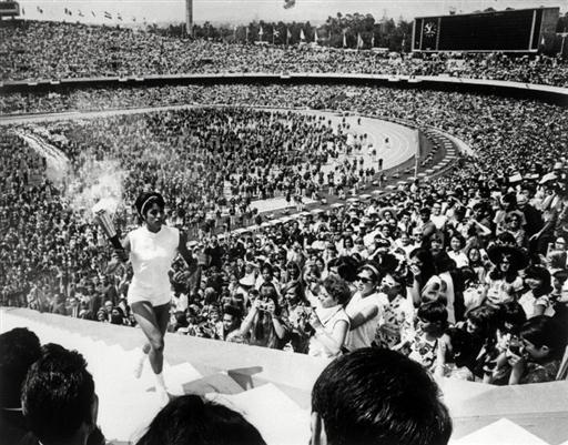 图文-68年墨西哥城奥运会开幕式 步伐娇健迈向神圣