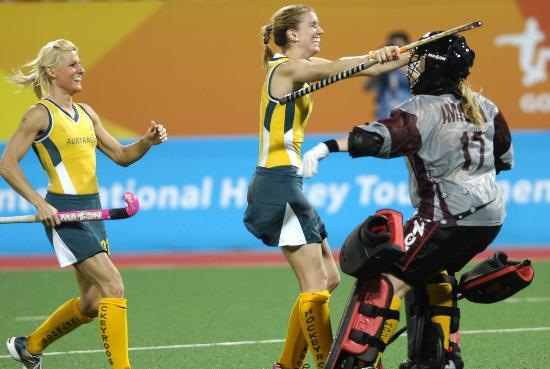 图文-曲棍球邀请赛澳大利亚女队夺冠 澳队员欢庆