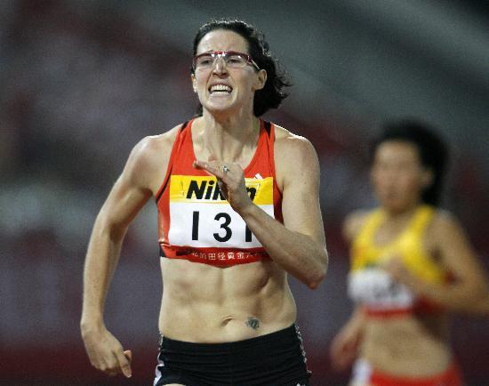 图文-上海田径赛女子400米栏罗林森冲向冠军