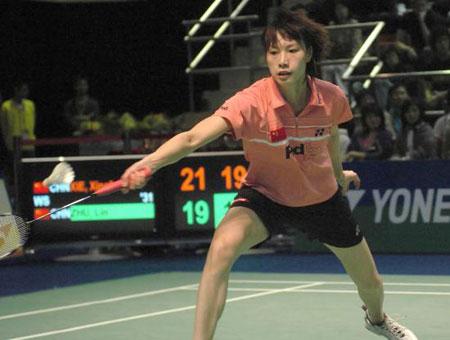 图文-香港羽球赛谢杏芳2-0朱琳谢杏芳跨步挑球