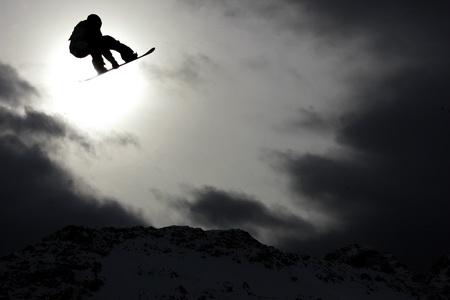 图文-路透社2007年度图片精选滑雪者飞跃晨光微隙