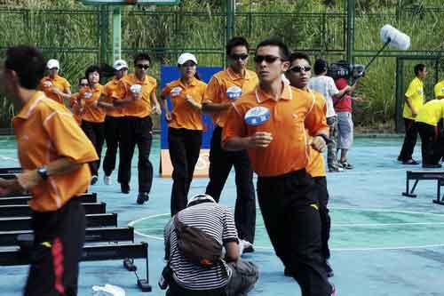 图文-奥运舵手总决赛第二集落幕大家进行热身跑