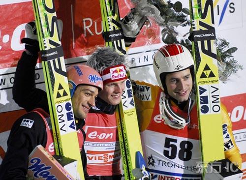 图文-世界杯跳台滑雪赛赛况白发青年技艺最高超