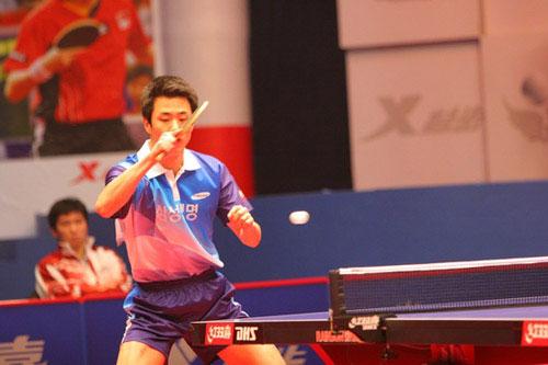 图文-乒乓球总冠军赛1/4决赛战况韩国选手朱世赫