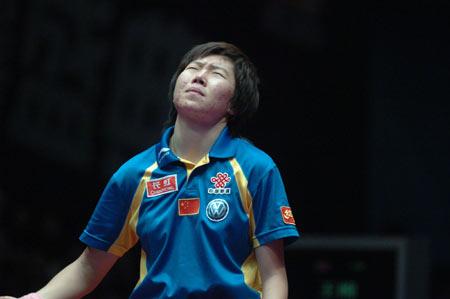 图文-世界乒球总冠军赛李晓霞摘银丢金仰天长叹