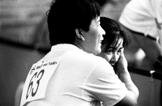 图文-中国历届夏季奥运会金牌得主 王义夫夫妻恩爱