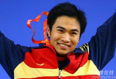 图文-08国际举重赛男子56公斤级赛况 黄英俊勇夺桂冠