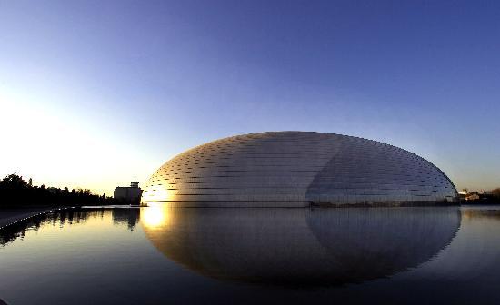 图文-北京新地标国家大剧院半椭球形结构与众不同