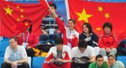 图文-中国游泳公开赛2日赛况 看台上为对手加油