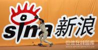 图文-MLB中国赛首场教士3-3道奇新浪网的巨幅广告