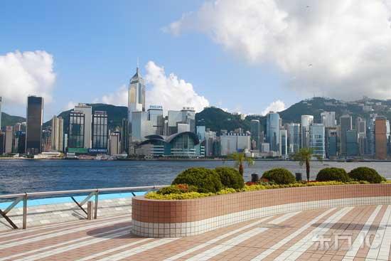 """香港全景包括香港岛,九龙半岛,""""新界""""与离岛四大部分."""