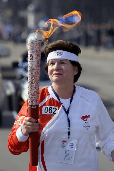 图文-北京奥运圣火在圣彼得堡传递 第一位女宇航员