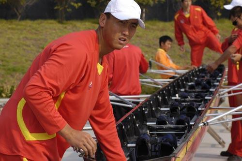图文-奥运舵手全国四强最终产生何柳的浆手认真听