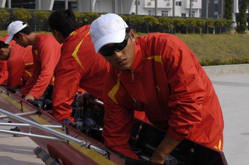 图文-奥运舵手全国四强最终产生仔细检查赛艇